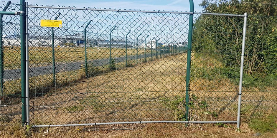 fence whole at cologne bonn airport